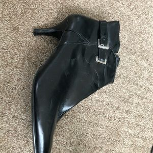 Woman's black ankle boots